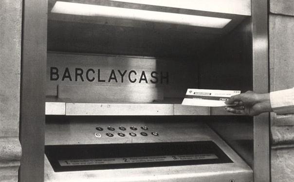 Первый в мире банкомат был установлен в Лондоне в 1967 году банком Barclays он выдавал наличные в обмен на чек, который нужно было получить в