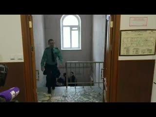Сенатора Рауфа Арашукова доставили в Басманный суд Москвы
