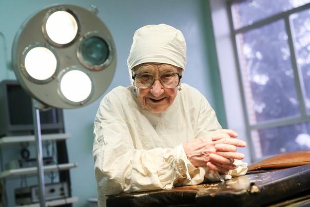 История хирурга, которая провела более 10 тыс. операций и в свои 92 года даже не думает о пенсии Если вы испытываете искреннюю любовь к своей профессии, то времени не скоро удастся вас