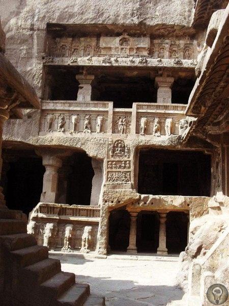«Пещеры Эллоры» в темных пещерах расположено 34 храма, относящихся к трем религиозным культам, как сразу же возникает вопрос: каким образом древние мастера, не имея под рукой ультрасовременных