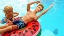 Барби учит Кена плавать - Куклы в аквапарке. Развлечения и Мультики для детей