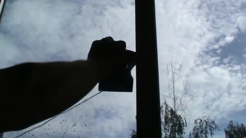 Магнитная щётка для мытья окон.