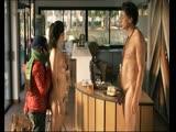 Голая мама перед сыном светит соей пиздой в фильме (мать нудистка, фильм о нудистах, показала сыну свое голое тело)