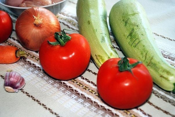Вкусненький томатный супчик к обеду.