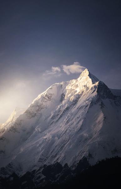 Первый луч Величественная гора Ракапоши, ПакистанФото: fawadmalic