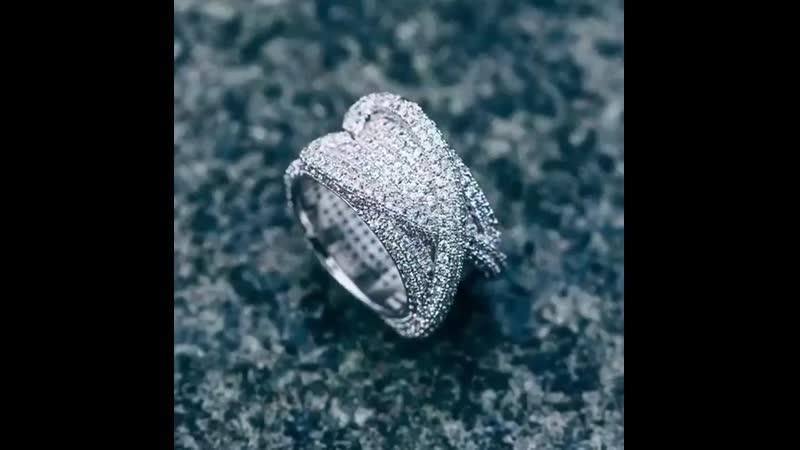 Когда два сердца встречаются!😍 Листай вправо👉 ⠀ украшение кольцо кастом назаказ уличныйстиль мода iced блинг w