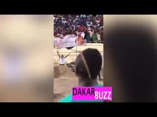 Sadio mané raille les fans de man u, présents avec une banderole «koulibaly, come to united»