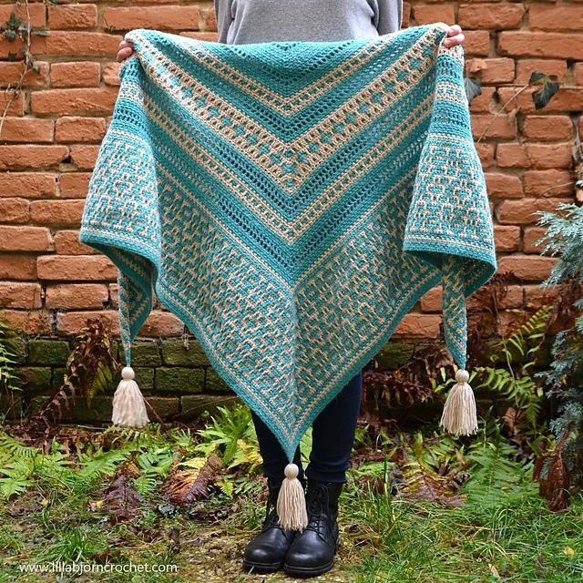 Вязаная крючком шаль Amaya Mosaic