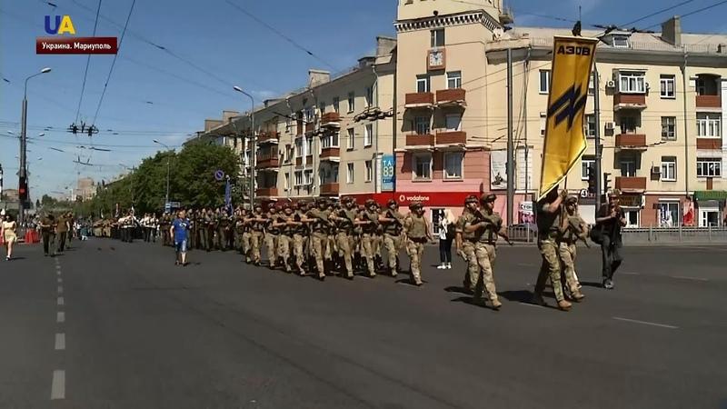 Парадом военнослужащих стартовали празднования в Мариуполе