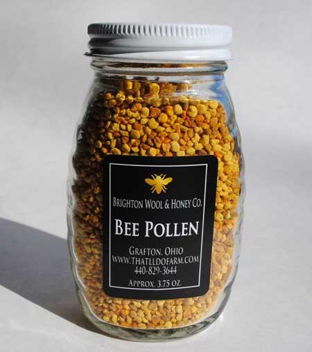 Пчелиная пыльца собирается как пища для людей, с различными заявлениями о вреде для здоровья, одним из которых является то, что процесс ферментации делает ее гораздо более мощной, чем простая цветочная пыльца.