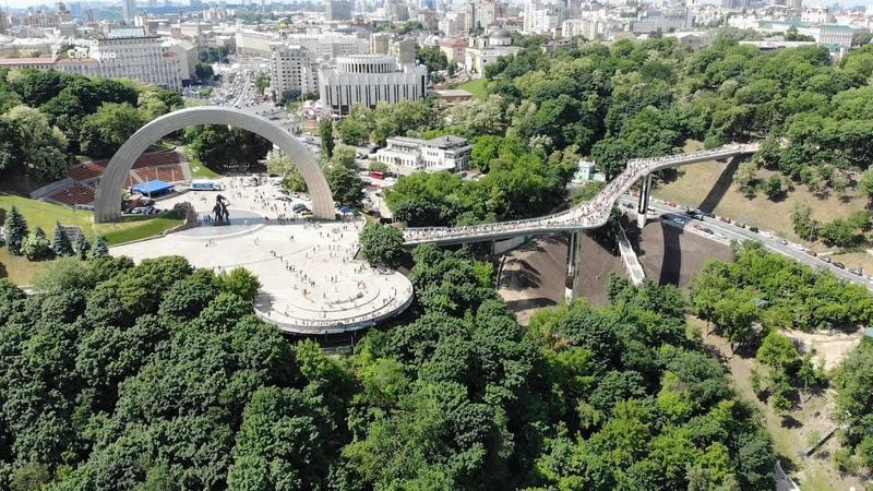 Що відомо про новий «скляний» міст у Києві?   Екслюзивні кадри з дрона