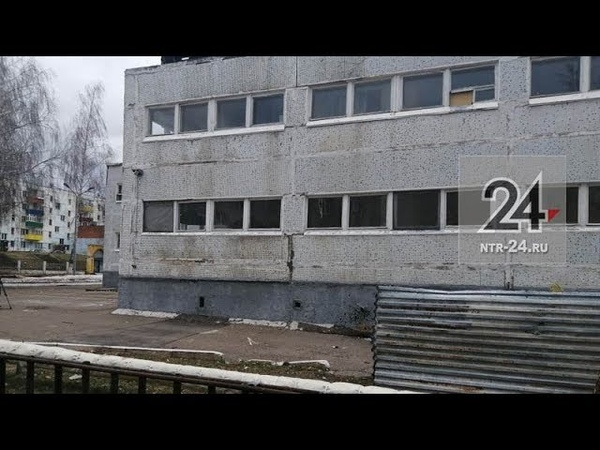 В Нижнекамске вандалы начали разрушать бывшее здание воинской части