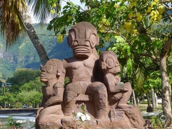 Статуи острова Нуку-Хива. Рептилоиды или кто Место: Тихий океан, самый, можно считать, его центр. На 10 тыс. километров выше и левее - знаменитая Марианская впадина, на 4 тыс. км в другую