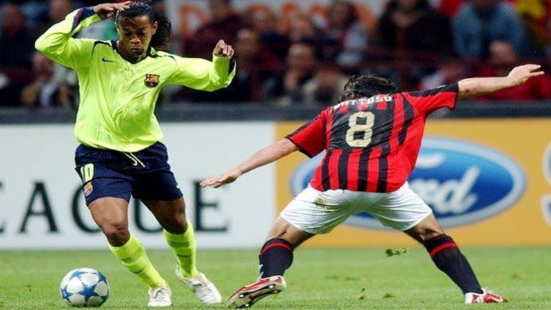 The day Ronaldinho destroyed AC Milan by his own HD