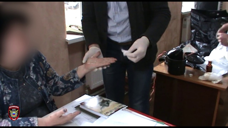 Отделом противодействия коррупции МВД ЛНР за получение взятки задержан работник госучреждения