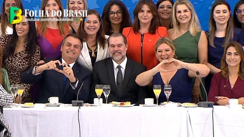 Bolsonaro discursa em café com Toffoli e demais autoridades no encontro com senadoras e deputadas