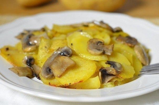 Аппетитная картошечка с грибaми в сливкaх