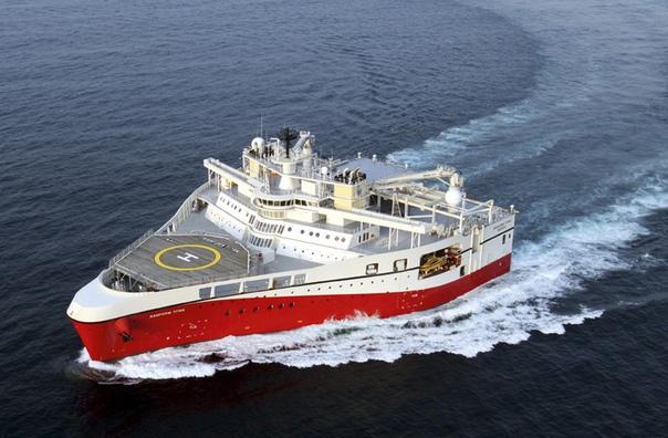 Утюг морей: корабль с одной из самых необычных форм носа