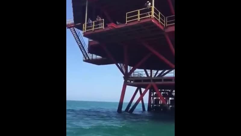 Не самый удачный прыжок в воду начинающей экстремалки
