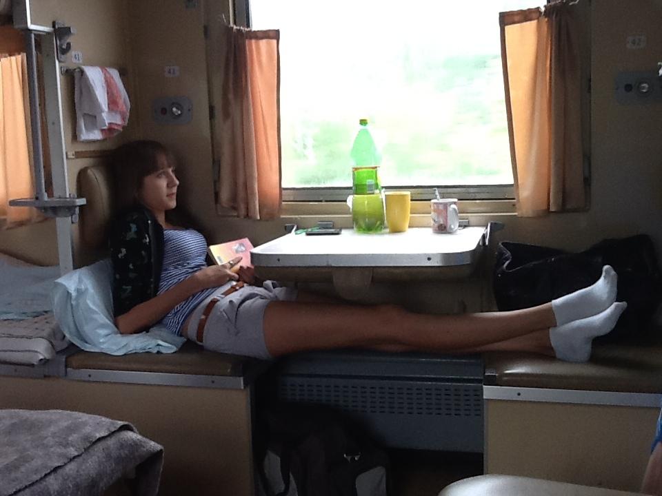 С викой в поезде, русский парень учит девушку сексу