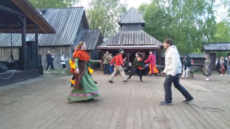 Танцы под Fest Hyp-Noz. Королевское Майское Дерево в Сваргасе