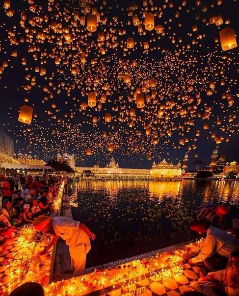 Фестиваль Дивали в Золотом Храме в Амритсаре, Индия
