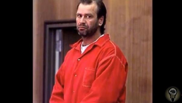 «Меня зовут Уэйн Адам Форд Я серийный убийца. В 1997 году я столкнулся с некоторыми проблемами. Меня оставила жена, забрав с собой моего сына. После этого я начал серьезно пить. Плюс ко всему, я