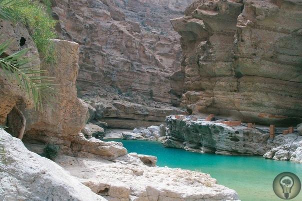 Райский оазис Вади Шааб (Wadi Shab) в пустыне, Оман
