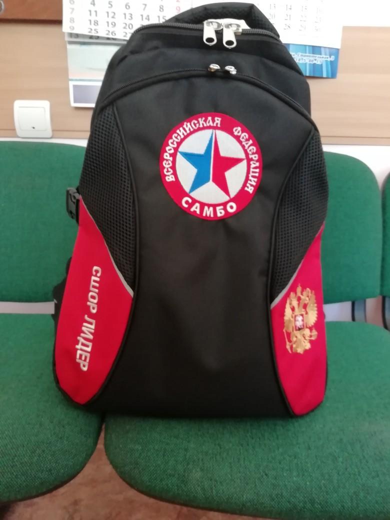Заказывали большой рюкзак для тренера.