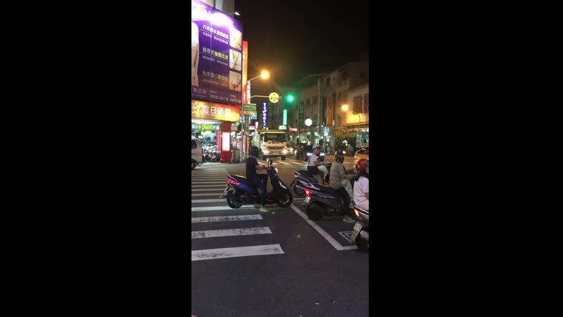 Тайваньский мусоровоз