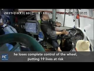 Страшно! Вот что произошло, когда водителю автобуса стало плохо