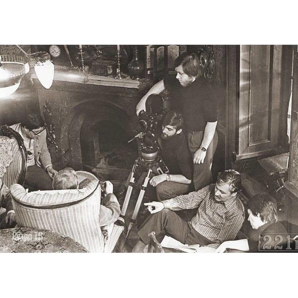 На съемках фильма Приключения Шерлока Холмса и доктора Ватсона 1979 - 83 гг. Сколько раз смотрели это кино, все серии .Спасибо за и подписку .В 1979 году режиссер Игорь Масленников выпустил