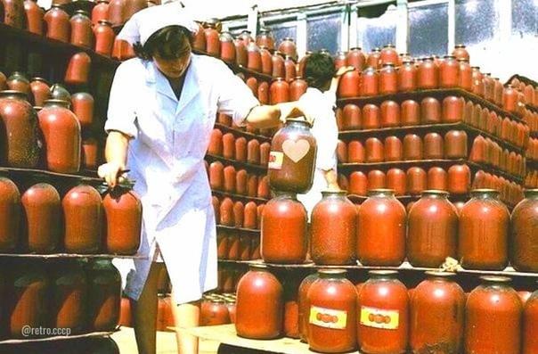 """Любили томатный сок в 3х литровых банках  Его же разливали в отделе """"соки-воды"""""""