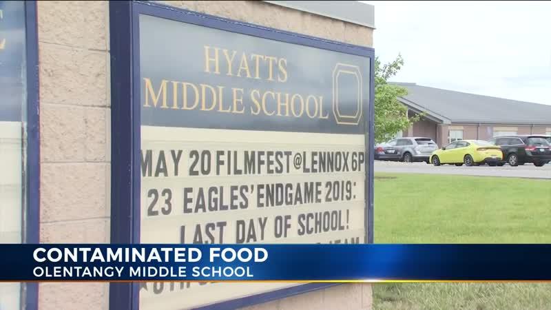 В США школьники накормили учителей блинчиками с мочой и спермой