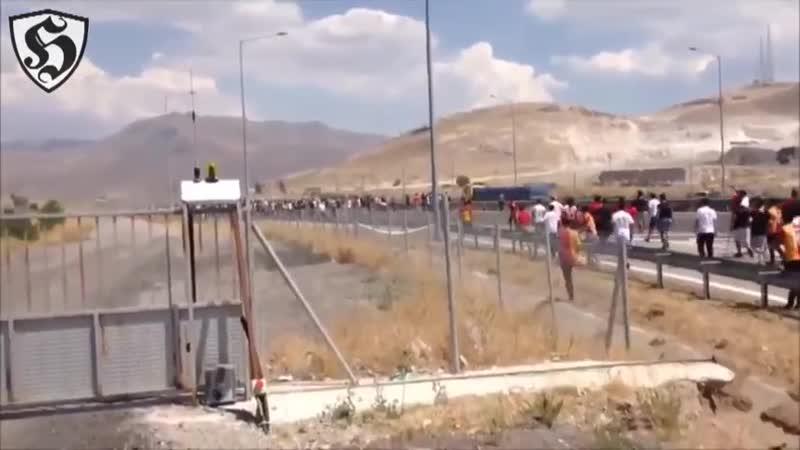 Turkey Hooligans _ Galatasaray vs Besiktas 13.08.2016