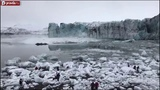 Tourists flee from glacier tsunami in Iceland. Giant wave caught on camera