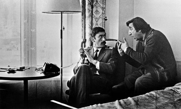 РУБИК ХАЧИКЯН ИЗ МИМИНО Рубик Хачикян, герой Фрунзика Мкртчяна из фильма Мимино, стал фигурой знаковой. Многие говорят, что это лучшая роль Мкртчяна в кино. А ведь его в этом фильме могло и