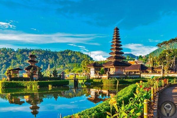 Куда отправиться из Бангкока 1. Город Ангкор душа и сердце кхмерского народа Ангкор это «мертвый» город, время расцвета которого приходится на X-XI века. Сегодня здесь сохранилось огромное