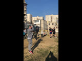 Игра в регби 🏉 на тренировке по боксу на летней площадке 🌳
