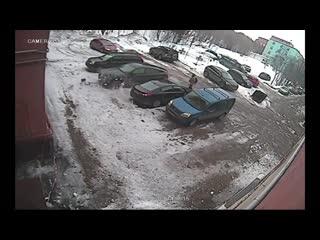 Разбили BMW X6 и свалили! Жесть! Запись с камеры наблюдения.