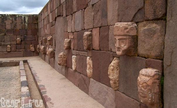 ГОРОД ЗАГАДОК ТИАУАНАКО Находится этот город в Андской области на севере Боливии, на холодной нагорной равнине Альтиплано, с обеих сторон окруженной заснеженными хребтами Кордильер, неподалеку