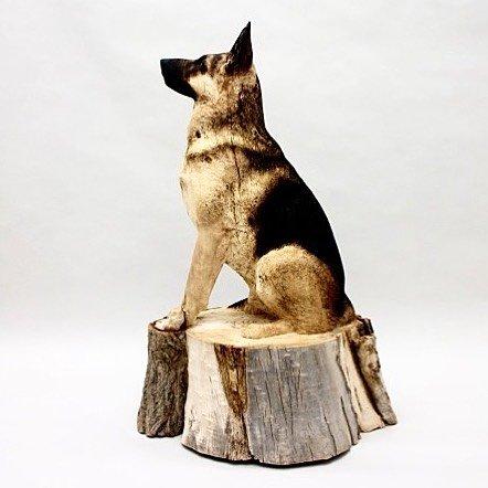 Невероятно реалистичные скульптуры домашних животных из массивных стволов дерева Скульптор Джерард Мас (Gerard Mas) из Барселоны создаёт впечатляющие скульптуры животных, вырезанные из массивных