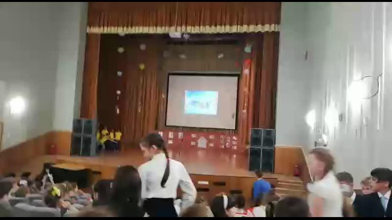 День школы. Танец Лаки страйк», коллектив 3-их классов.