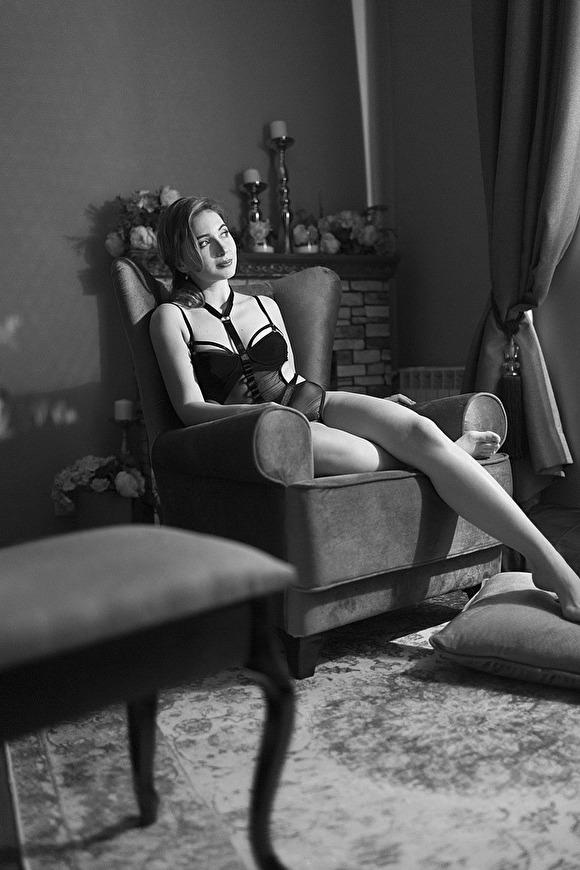 Врач-педиатр из Кинешмы Анастасия Орлова сделала фотосессию в нижнем белье и выложила снимки в сеть, после чего на нее обрушилась волна критики.