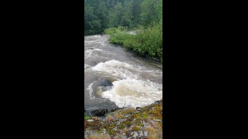 Бурная Карельская река.