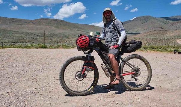 Как погибавшего в пустыне пенсионера спас велосипедист «из ниоткуда» Такие истории обычно бывают только в фильмах, и зрители при этом говорят, что в настоящей жизни такого уж точно не может