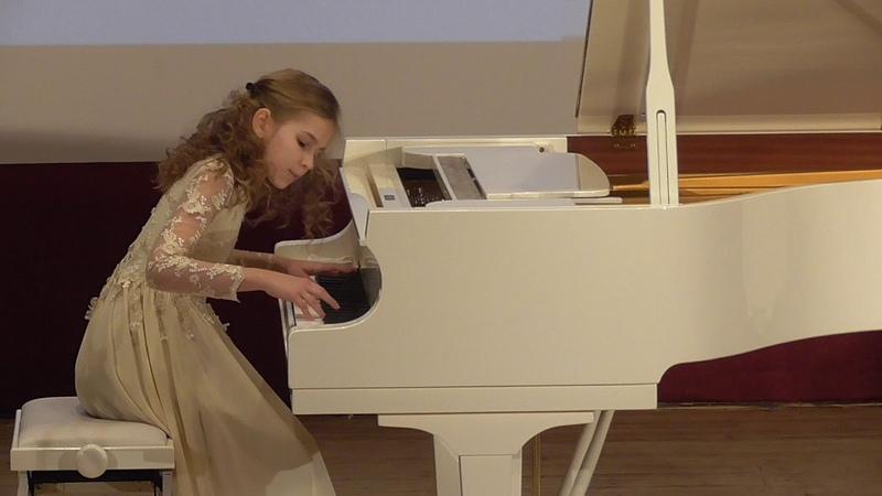 Viktoria Zhuzhgova, 12 years J.S.Bach English Suite e-moll, Sarabande 09.02.2019