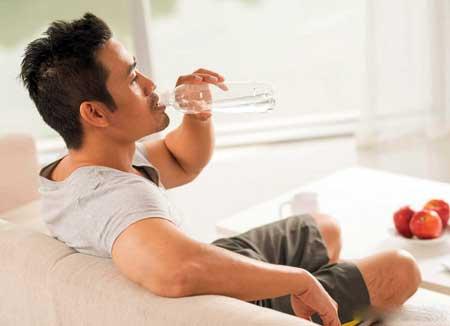 Лица, испытывающие сильную жажду при диарее или другие признаки обезвоживания, должны немедленно обратиться к врачу.