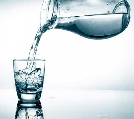 Страдающим диареей следует увеличить потребление воды, чтобы заменить потерянные жидкости.