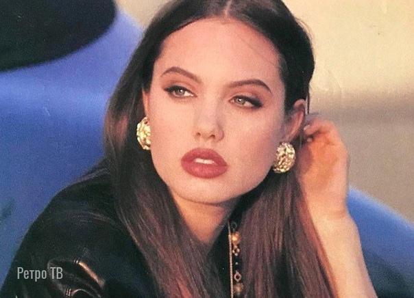 Анджелина Джоли, вчера был ее день рождения «Я думаю, что каждый подросток герой. Когда мы молоды, мы чувствуем столько боли. Ходим на учебу, как на войну. Люди подводят тебя постоянно. Иногда